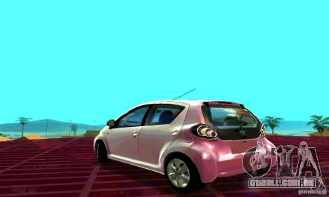 Toyota Aygo V1.0 para GTA San Andreas esquerda vista