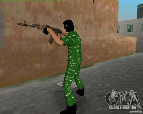 AK-74 para GTA Vice City quinto tela