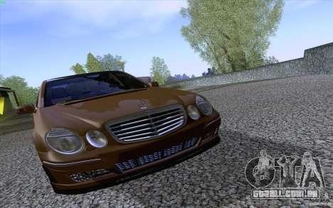 Mercedes-Benz E55 AMG para GTA San Andreas vista interior