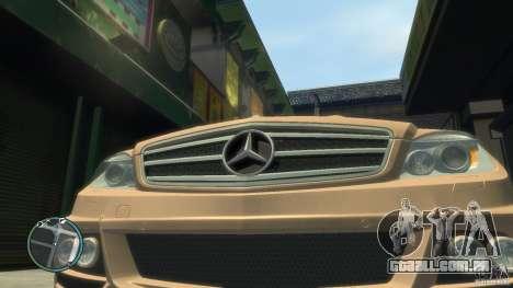 Mercedes-Benz C63 para GTA 4 vista direita
