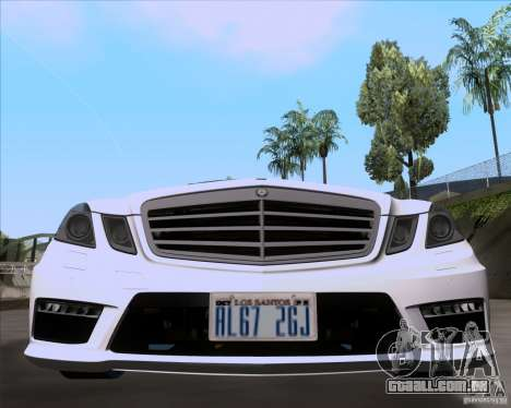 Mercedes-Benz E63 AMG V12 TT Black Revel para GTA San Andreas traseira esquerda vista