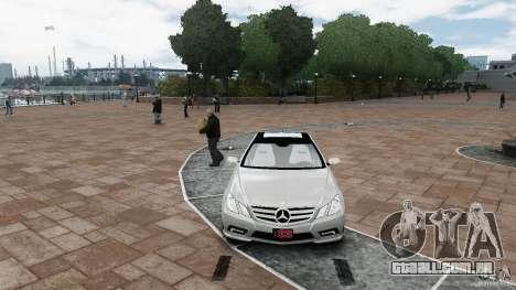 Mercedes Benz E500 Coupe para GTA 4 vista de volta