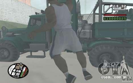 Jogando pás para GTA San Andreas por diante tela