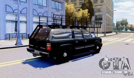 Chevrolet Suburban 2003 Norwegian SWAT Edition para GTA 4 esquerda vista