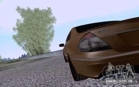 Mercedes-Benz E55 AMG para GTA San Andreas vista direita