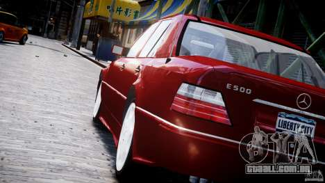 Mercedes-Benz W124 E500 1995 para GTA 4 vista inferior