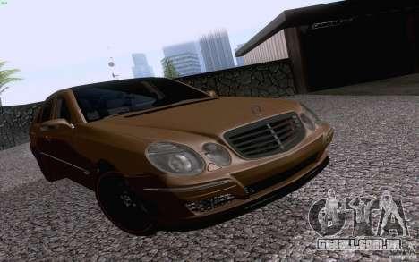 Mercedes-Benz E55 AMG para GTA San Andreas esquerda vista