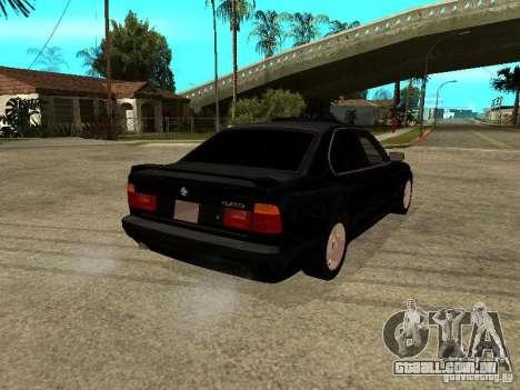 BMW e34 525 para GTA San Andreas traseira esquerda vista