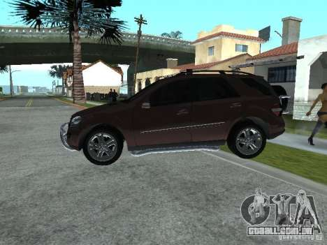 Mercedes-Benz ML500 para GTA San Andreas vista direita
