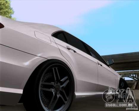 Mercedes-Benz E63 AMG V12 TT Black Revel para GTA San Andreas vista direita