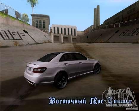 Mercedes-Benz E63 AMG V12 TT Black Revel para GTA San Andreas interior