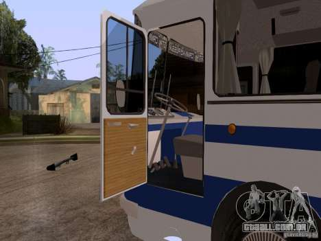 LAZ 697R para GTA San Andreas vista traseira