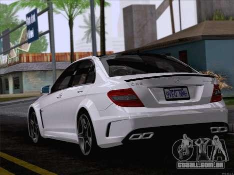 Mercedes-Benz C 63 AMG para GTA San Andreas esquerda vista