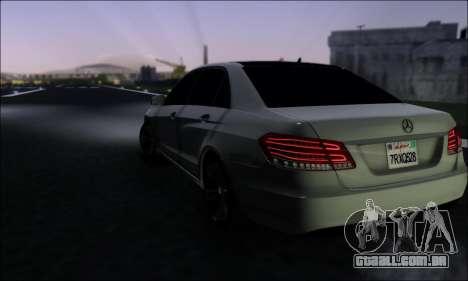 Mercedes-Benz W212 AMG v2.0 para GTA San Andreas traseira esquerda vista