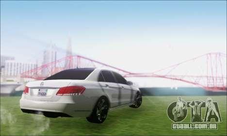 Mercedes-Benz W212 AMG v2.0 para GTA San Andreas esquerda vista