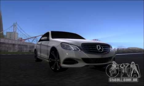 Mercedes-Benz W212 AMG v2.0 para GTA San Andreas vista direita