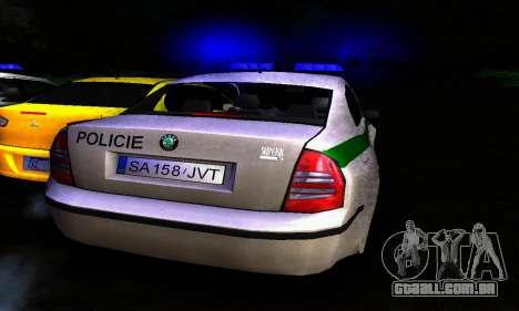 Skoda Superb POLICIE para GTA San Andreas vista direita