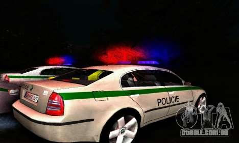 Skoda Superb POLICIE para GTA San Andreas traseira esquerda vista