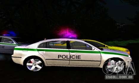 Skoda Superb POLICIE para GTA San Andreas esquerda vista