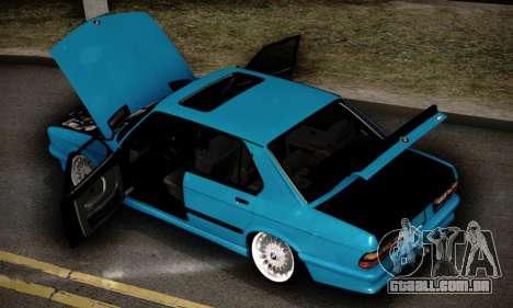 BMW M5 E28 para GTA San Andreas vista inferior