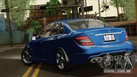 Mercedes-Benz C63 AMG Sedan 2012 para GTA San Andreas esquerda vista