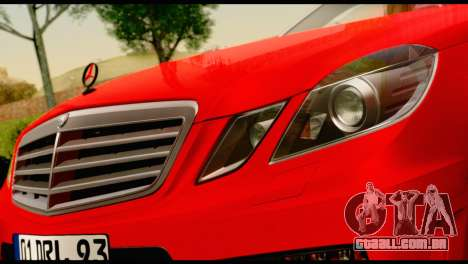 Mercedes-Benz E250 para GTA San Andreas vista direita
