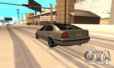 Skoda Octavia Winter Mode para GTA San Andreas esquerda vista