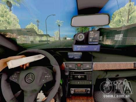A Mercedes-Benz E500 ДПС para GTA San Andreas vista direita