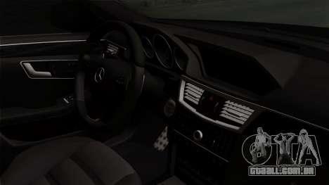 Mercedes-Benz E63 AMG Police Edition para GTA San Andreas vista direita