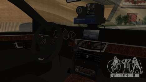 A Mercedes-Benz E500 Ministério da administração para GTA San Andreas vista direita