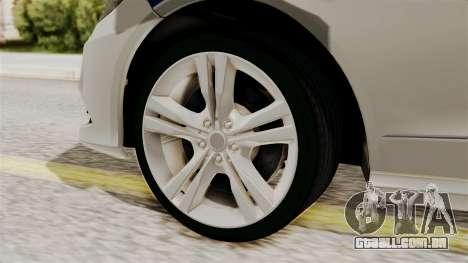 A Mercedes-Benz E500 Ministério da administração para GTA San Andreas traseira esquerda vista