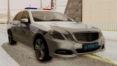 A Mercedes-Benz E500 Ministério da administração
