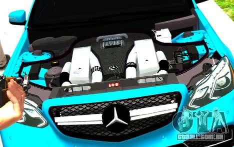 Mercedes-Benz E63 W212 AMG para GTA 4 vista direita