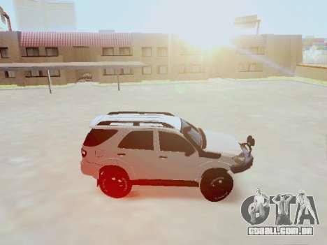 Toyota Fortuner 2012 TRD Off-Road para GTA San Andreas esquerda vista