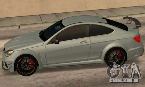 Mercedes-Benz C63 AMG Black-series para GTA San Andreas vista direita