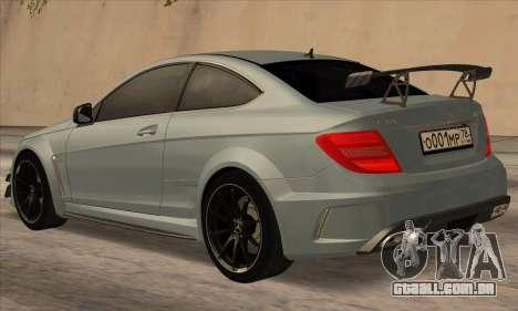 Mercedes-Benz C63 AMG Black-series para GTA San Andreas traseira esquerda vista