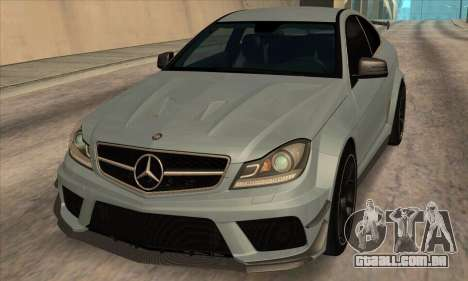 Mercedes-Benz C63 AMG Black-series para GTA San Andreas esquerda vista