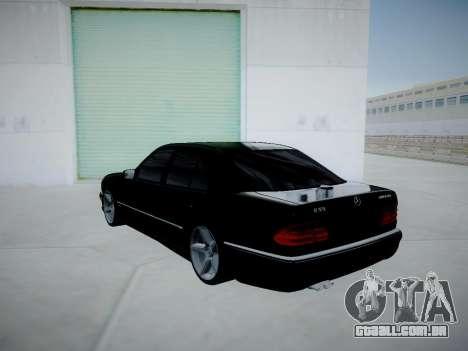 Mercedes-Benz E55 W210 para GTA San Andreas traseira esquerda vista