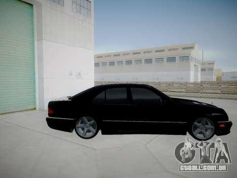 Mercedes-Benz E55 W210 para GTA San Andreas esquerda vista