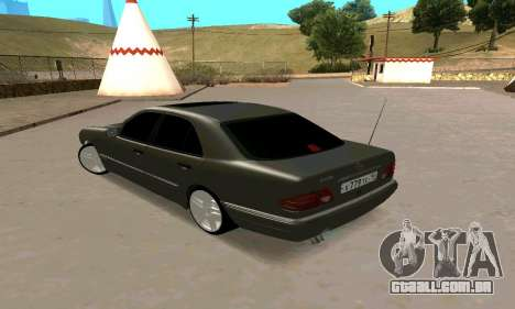 Mercedes-Benz E420 para GTA San Andreas esquerda vista