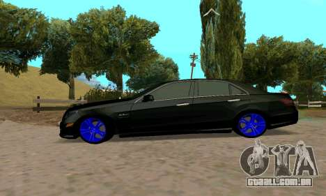 Mercedes-Benz E63 para GTA San Andreas vista direita