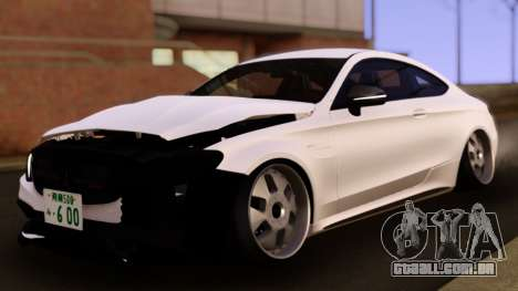 Mercedes-Benz C63 S AMG Damaged para GTA San Andreas