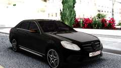 Mercedes-Benz W212 Black Sedan para GTA San Andreas