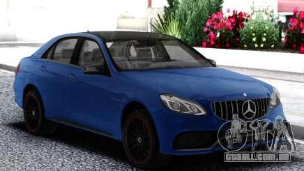 A Mercedes-Benz E63 AMG W212 Akrapovič para GTA San Andreas