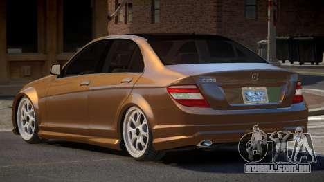 Mercedes-Benz C350 E-Style para GTA 4